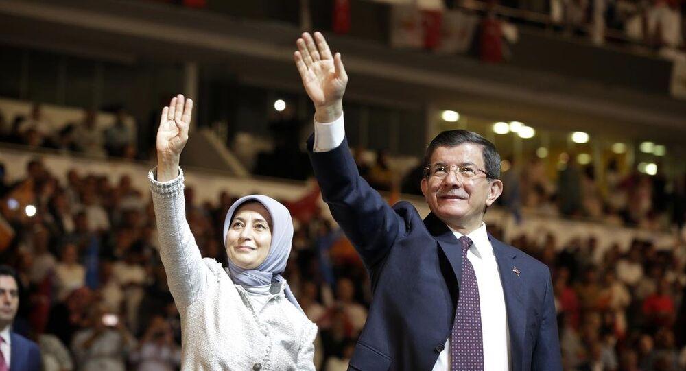 Ahmet Davutoğlu ve Sare Davutoğlu