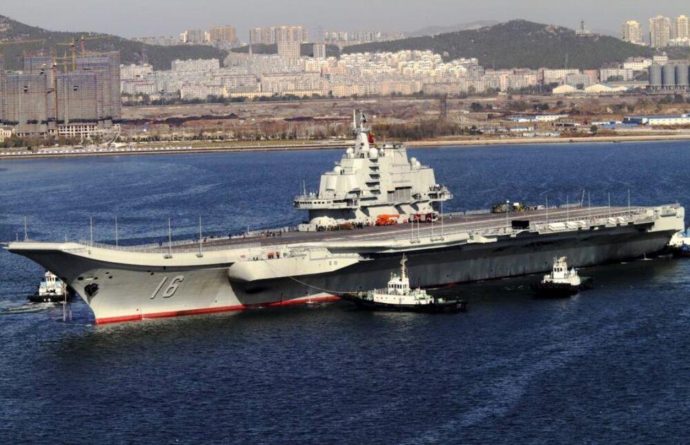 Japonya Savunma Bakanlığı da, Liaoning'in refakat gemileri eşliğinde Miyako Boğazı'ndan Pasifik Okyanusu'na geçtiğini doğruladı.