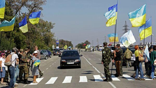 Ukrayna ile Kırım Cumhuriyeti'ni bağlayan Çongar, Kalançak ve Armyansk kasabaları üzerinden geçen karayolu, yarımadaya gıda ürünleri taşıyan kamyon trafiğine kapatıldı. - Sputnik Türkiye