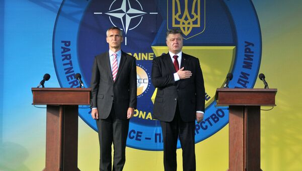 NATO Genel Sekreteri Jens Stoltenberg - Ukrayna Devlet Başkanı Pyotr Poroşenko - Sputnik Türkiye