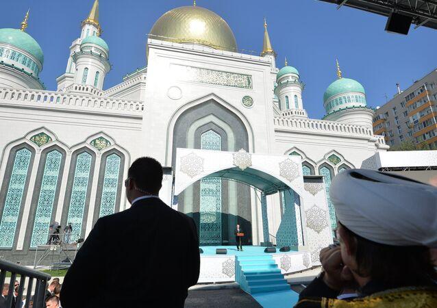 Moskova Ulu Camii törenle açıldı
