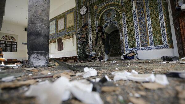 Yemen'deki Balili Camii'nde bayram namazı sırasında patlama - Sputnik Türkiye