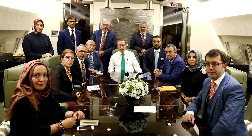 Cumhurbaşkanı Erdoğan, uçakta gazetecilerle sohbet etti
