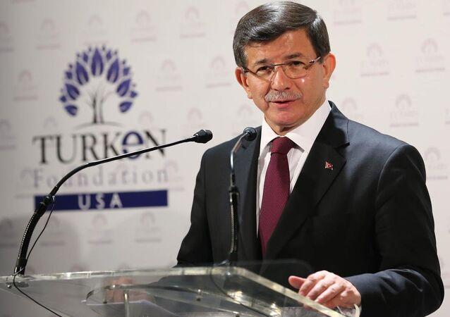 Başbakan Ahmet Davutoğlu, New York temasları kapsamında TÜRKEN Vakfınca verilen yemeğe katıldı.