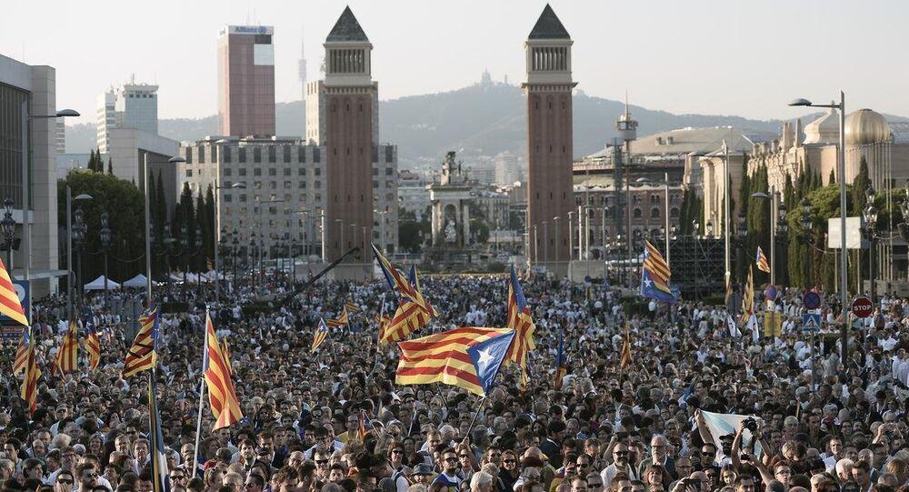 Katalonya'da bağımsızlık yanlısı Junts pel Si (Evet için Birlik) ittifakı, seçim kampanyasının son gününde Barcelona'daki fuar alanında büyük bir miting düzenledi.