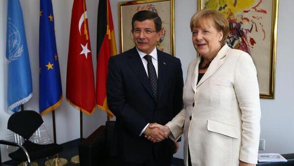 Ahmet Davutoğlu, Angela Merkel - Sputnik Türkiye