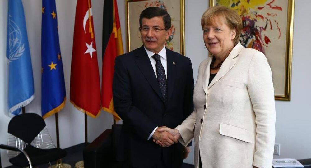 Ahmet Davutoğlu, Angela Merkel