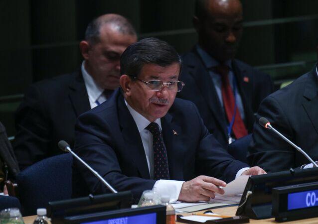 Başbakan Ahmet Davutoğlu, BM Sürdürülebilir Kalkınma Gündemi Zirvesi kapsamında düzenlenen ''İnteraktif Diyalog Toplatısı''na eş başkanlık etti.