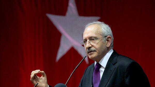 CHP Genel Başkanı Kemal Kılıçdaroğlu,1 Kasım'daki milletvekili genel seçimi öncesinde çıktığı Avrupa turunun Almanya ayağında son olarak Münih şehrinde bulunan DGB Haus Salonunda partililere hitap etti. - Sputnik Türkiye