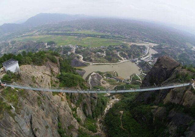 Çin cam köprü