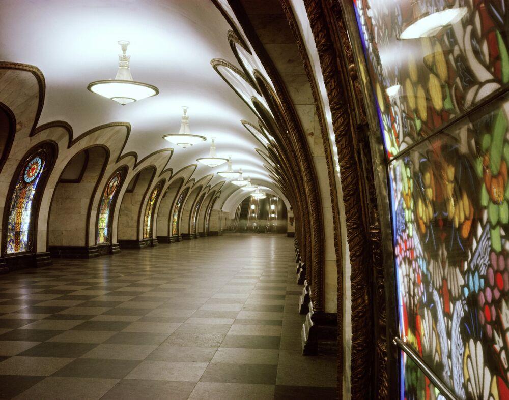 Moskova'daki Novoslobodskaya metro istasyonu.