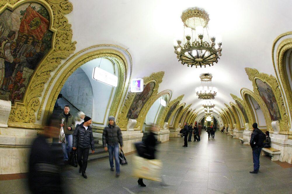 Moskova'daki Kiyevskaya metro istasyonu.