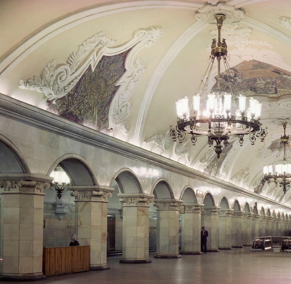 Komsomolskaya metro istasyonu.