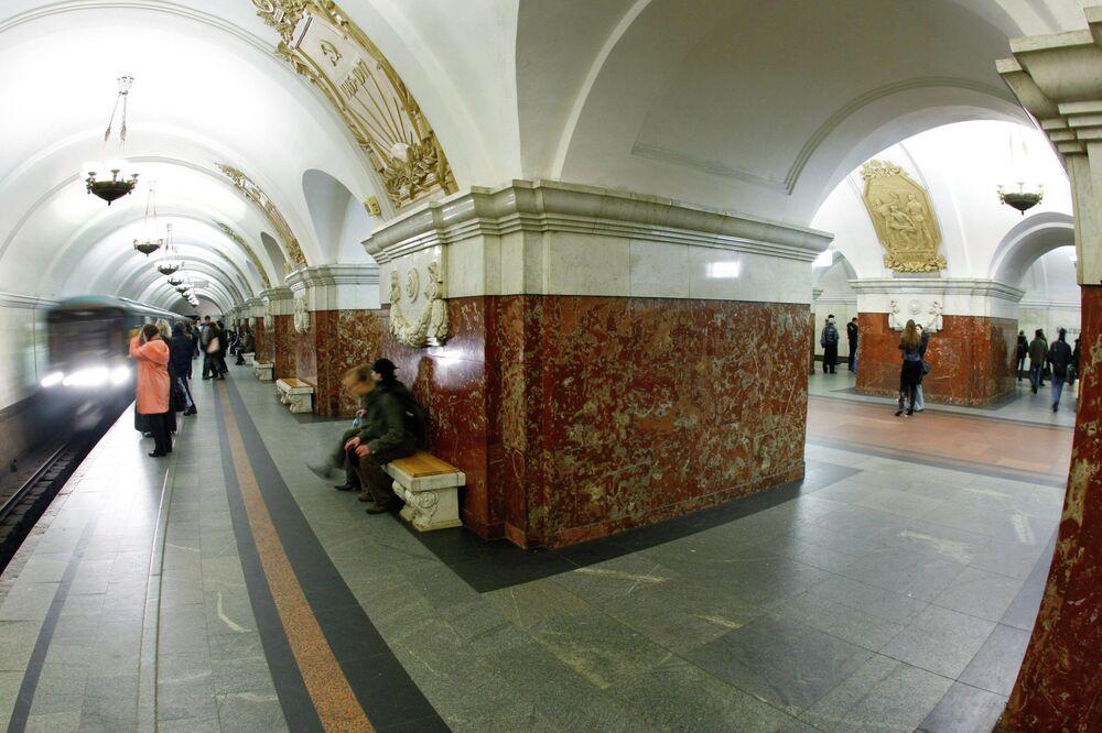 Krasnopresnenskaya metro istasyonu.