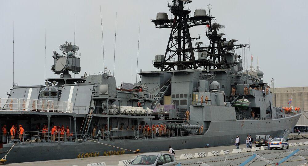 Tartus'taki Rus savaş gemisi