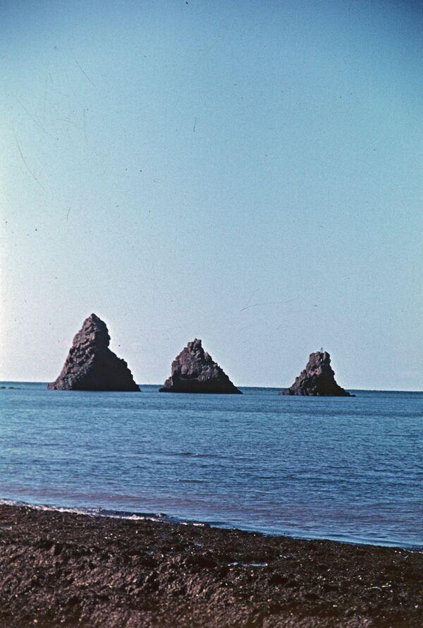 'Üç kardeş' kayası. - Sputnik Türkiye