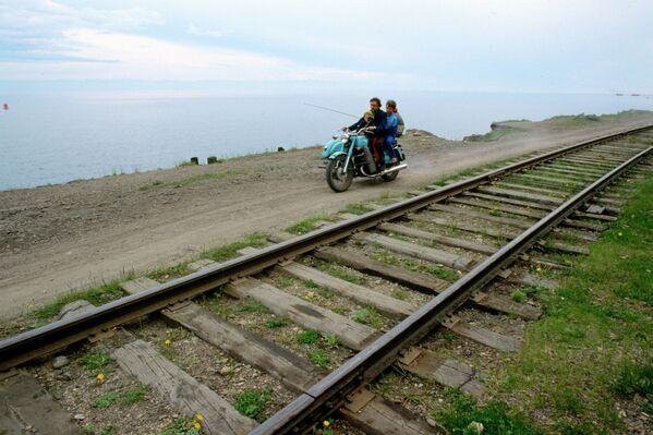 Trans sibirya demiryolu ve Baykal gölü. - Sputnik Türkiye