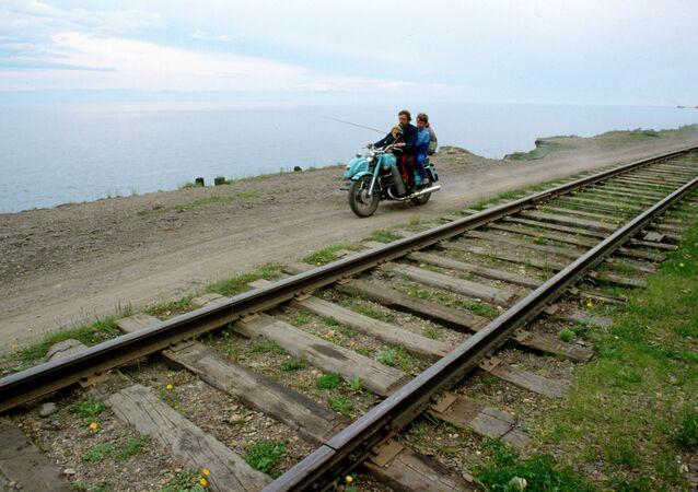 Trans sibirya demiryolu ve Baykal gölü.