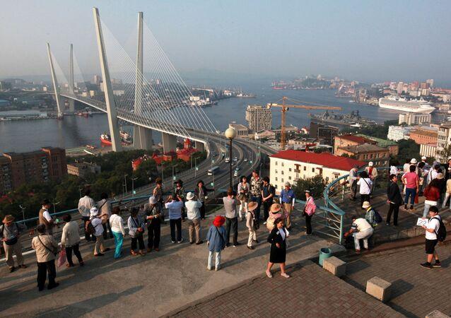Vladivostok'ta yabancı turistler.