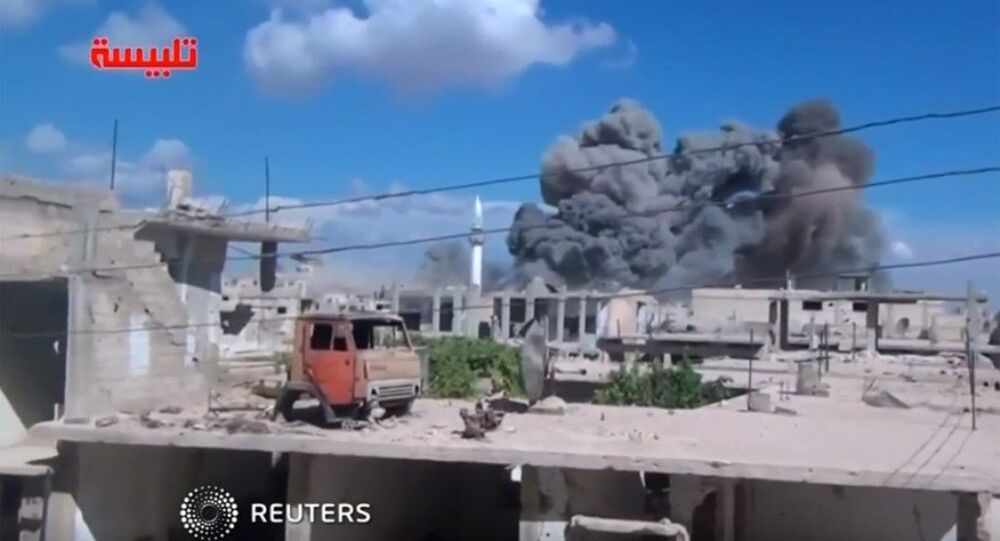 Amatör videonun Rus hava saldırısı sonrasında çekildiği iddia edildi.