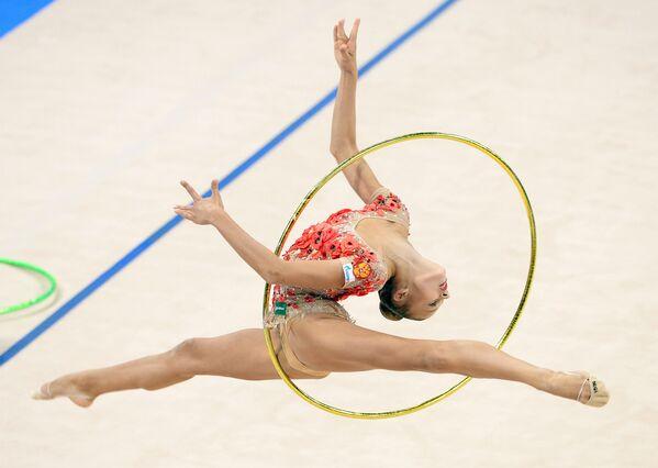 Rus jimnastikçi Aleksandra Soldatova, Stuttgart'ta düzenlenen Ritmik Jimnastik Dünya Şampiyonası'nda. - Sputnik Türkiye