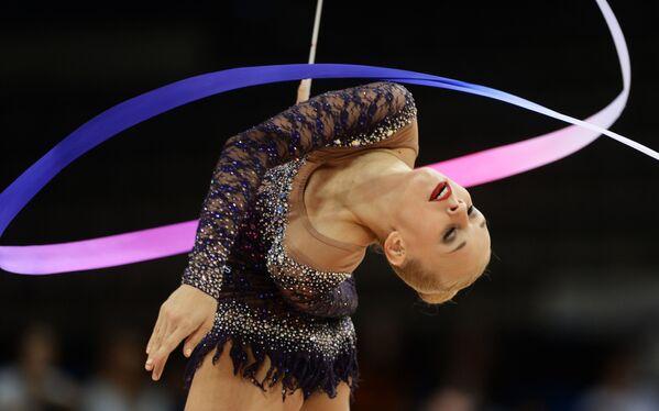Rus jimnastikçi Yana Kudryavtseva, Stuttgart'ta düzenlenen Ritmik Jimnastik Dünya Şampiyonası'nda. - Sputnik Türkiye