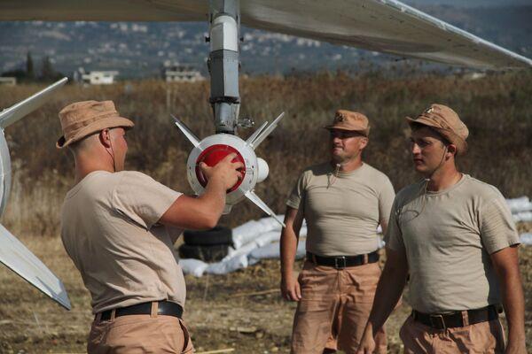 Lazkiye'deki Hmeimim hava üssündeki Rus askerler - Sputnik Türkiye