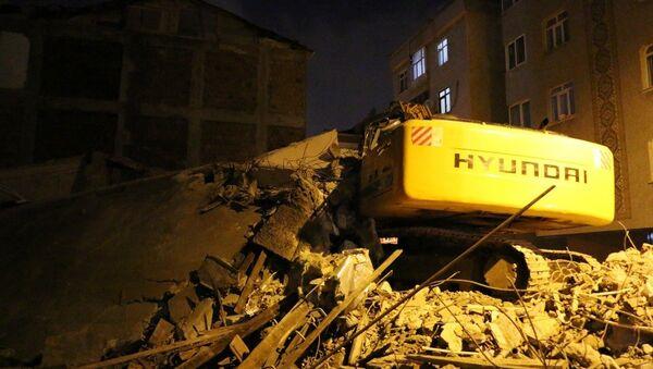 5 katlı bina yıkım çalışması sırasında çöktü - Sputnik Türkiye