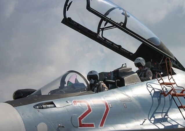 Lazkiye'deki Hmeimim Hava Üssü'ndeki Rus jetleri / Fotojet