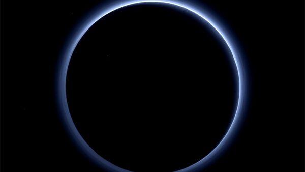 Plüton'da mavi bir gökyüzü - Sputnik Türkiye