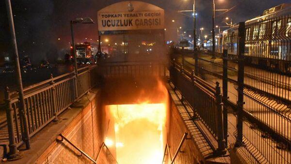 Topkapı yeraltı geçidindeki ucuzluk çarşısında yangın çıktı - Sputnik Türkiye