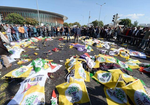 İçişleri Bakanlığı, birkaç saniye arayla meydan gelen iki ayrı patlamada 30 kişinin öldüğünü, 126 kişinin yaralandığını açıkladı.
