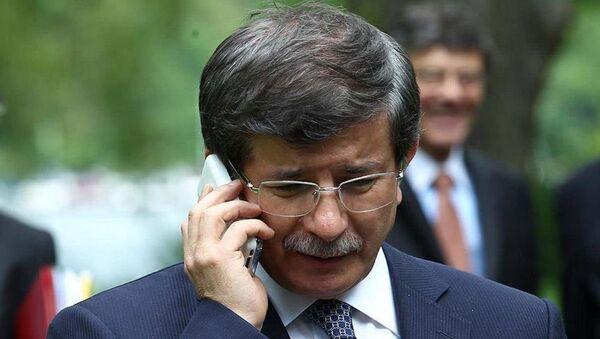 Başbakan Ahmet Davutoğlu, TTB Merkez Konsey Başkanı İlhan, KESK Başkanı Özgen ve DİSK Başkanı Beko'yu telefonla arayarak başsağlığı diledi. - Sputnik Türkiye