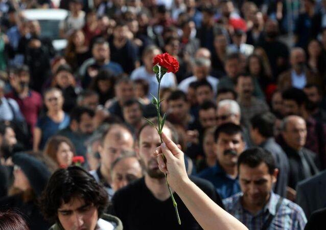 Ankara'daki saldırı protesto ediliyor