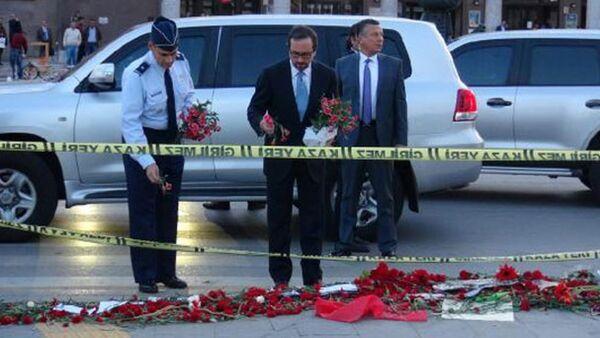 ABD Büyükelçisi patlamanın olduğu alana çiçek bıraktı - Sputnik Türkiye