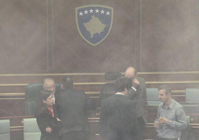 Kosova Parlamentosu'nda biber gazı