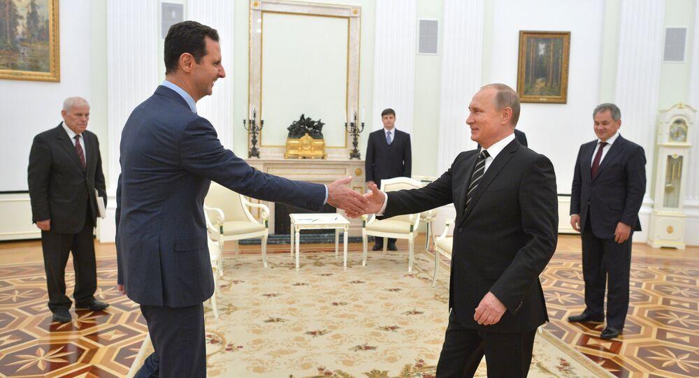 Silahlı çatışmaların pozitif bir dinamiğe sahip olduğu dönemde siyasi çözüme bir kez daha vurgu yapan Putin, siyasi süreçte tüm siyasi güçlerin, etnik ve dini grupların yer alması gerektiğinin altını çizdi. Rus lider, son sözün kesinlikle Suriye halkının olduğunu da vurguladı.