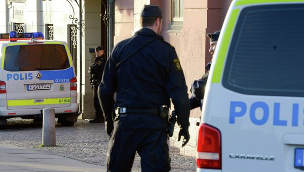 İsveç'te okula giren maskeli saldırgan 1 kişiyi öldürdü - Sputnik Türkiye