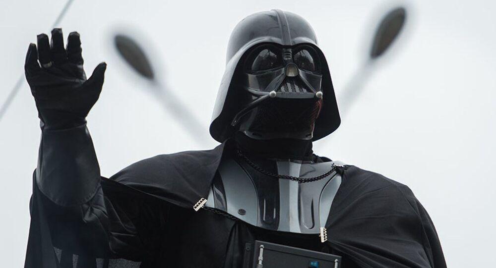 Lenin heykeli Darth Vader'a dönüştü