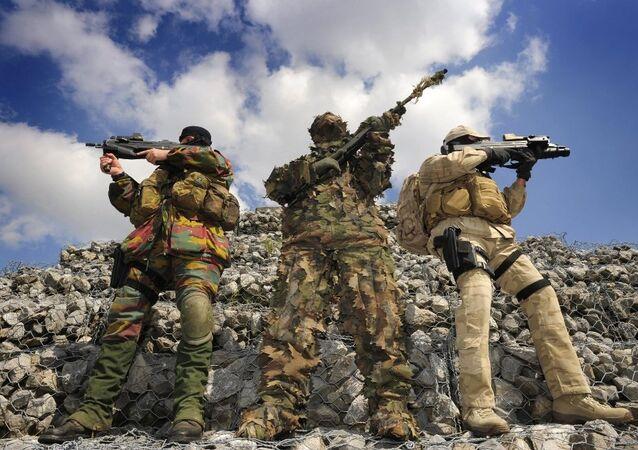 Flawinne'de tatbikat yapan Belçika askerleri