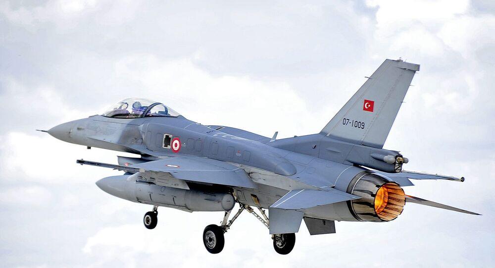 Türk F-16 uçağı