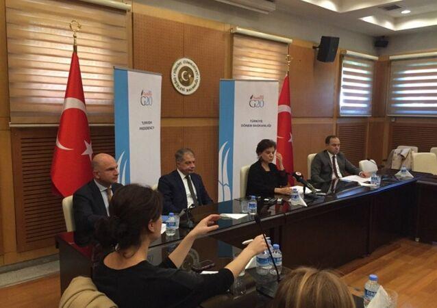 Türkiye'nin G20 Şerpası Ayşe Sinirlioğlu, G20 Antalya Zirvesi öncesinde Türk basınını bilgilendirdi.