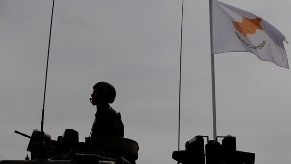Kıbrıs, asker, silah - Sputnik Türkiye