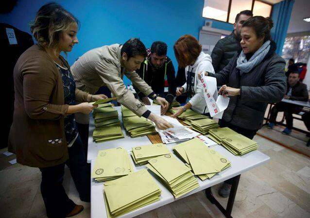 İstanbul'da oy sayım işlemine başlandı