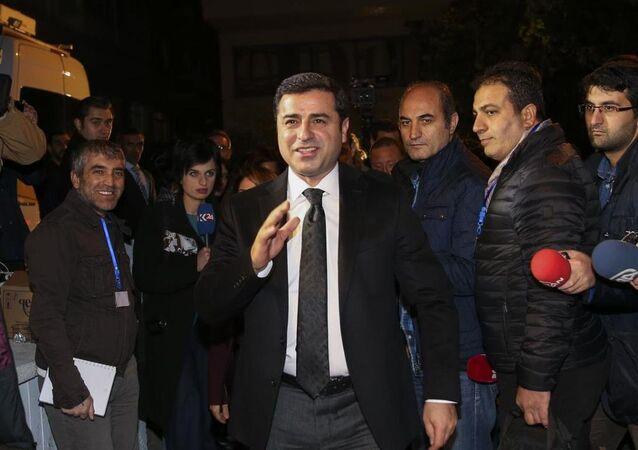 HDP Eş Başkanı Selahattin Demirtaş, 1 Kasım seçimleri sonrasında sonuçları takip etmek üzere genel merkeze geldi.