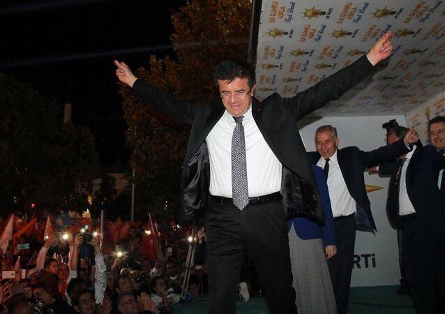 Sonuçlarının açıklanmasının ardından Ekonomi Bakanı Nihat Zeybekci ve partililer Denizli'deki Delikliçınar Meydanı'nda  zeybek oynadı.