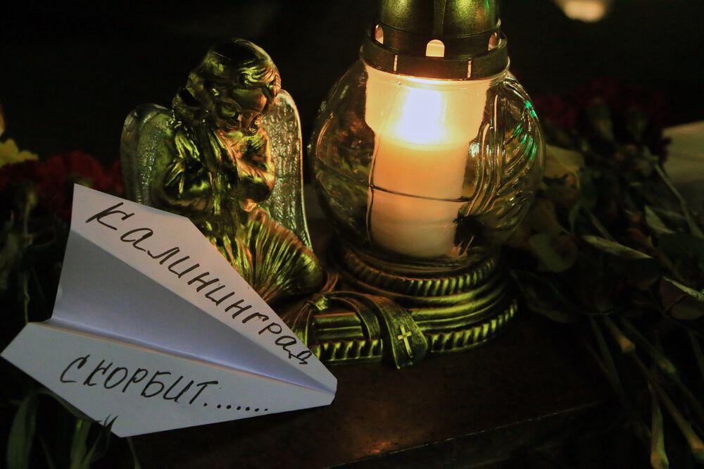 Kaliningrad'da uçak kazasında ölenler anılıyor