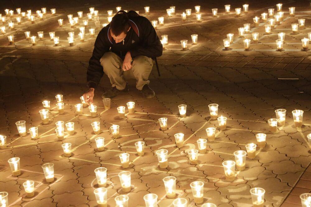 Simferepol'de uçak kazasında ölenler anılıyor