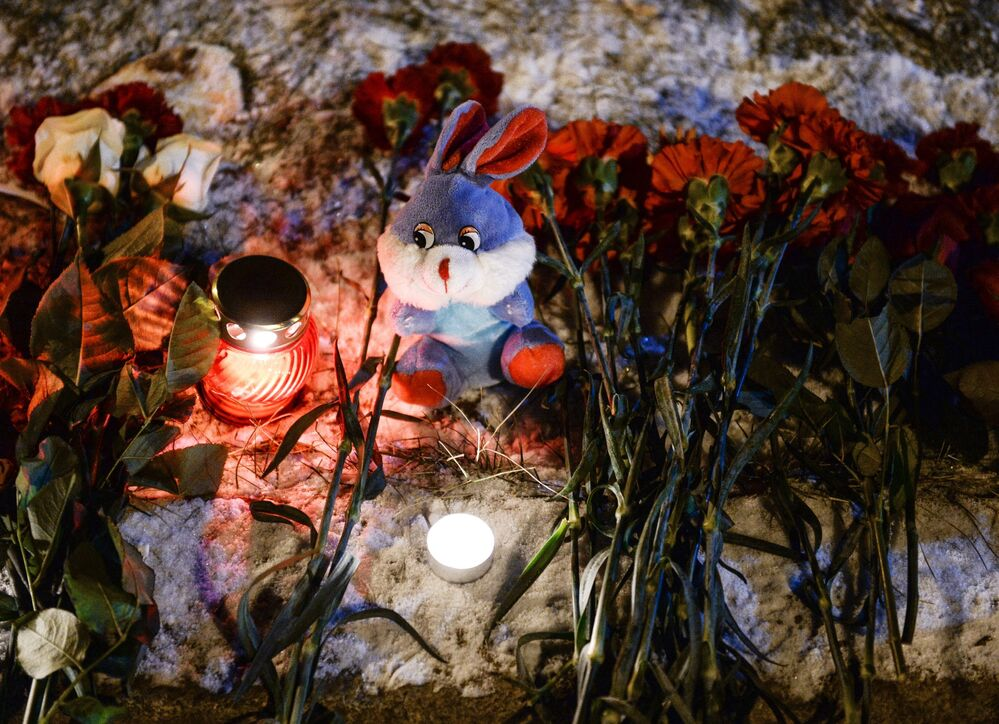 Novosibirskliler düşen Rus uçağında ölenleri anıyor.