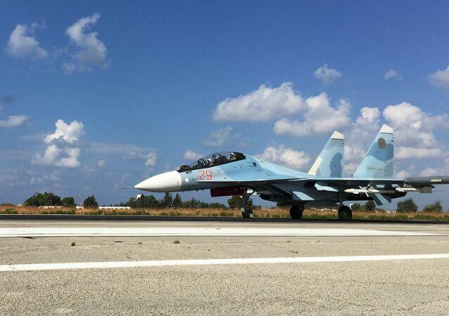Lazkiye'deki Hmeimim Hava Üssü'ndeki Rus jetleri